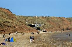 Toerist het ontspannen op Filey-strand stock foto's