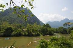 Toerist kaiyak in een rivier Stock Afbeeldingen
