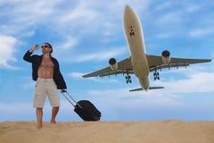 Toerist klaar voor reis door vliegtuig, reisconcept Royalty-vrije Stock Foto