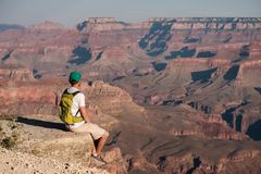 Toerist met rugzak in Grand Canyon stock foto