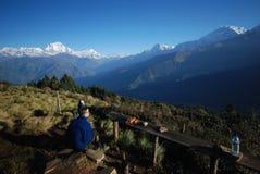 Toerist in Nepal dat van de meningen geniet stock afbeelding