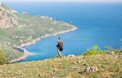 Toerist op de berg Stock Fotografie
