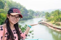 Toerist op de bruggezichtspunt van de Doodsspoorweg Royalty-vrije Stock Afbeeldingen