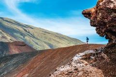 Toerist op de vulkaan die van Ondersteletna wordt bevonden royalty-vrije stock foto's