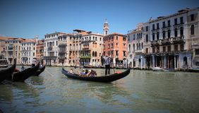 Toerist op gondels in Venetië royalty-vrije stock foto