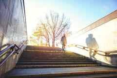 Toerist in stedelijk milieu royalty-vrije stock fotografie