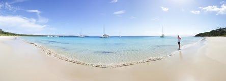 Toerist in toneellong beach Jervis Bay royalty-vrije stock afbeeldingen