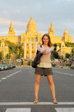 Toerist voor een gebouw Royalty-vrije Stock Afbeeldingen
