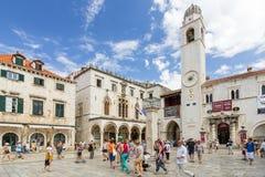 Toeristen bij de Oude Stad van Dubrovnik Royalty-vrije Stock Foto