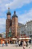 Toeristen bij het Vierkant van de Markt in Krakau Royalty-vrije Stock Fotografie