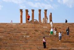 Toeristen bij Jerash stad, Jordanië Stock Afbeelding