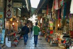 Toeristen bij loeiende de muursamenstelling van Jeruzalem Stock Foto