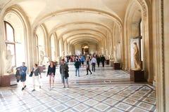 Toeristen bij Louvre, Parijs Royalty-vrije Stock Foto