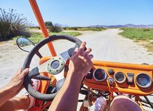Toeristen bij Met fouten in doorgang op een weg van Kos Egeïsch zuiden, Griekenland stock afbeeldingen