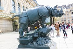 Toeristen bij Orsay-museum Parijs Frankrijk - Musee D ` Orsay stock foto