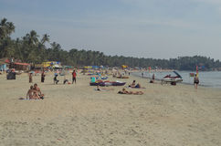 Toeristen bij Palolem-Strand, Goa, India stock afbeelding