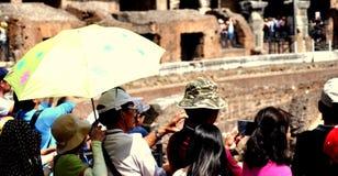 Toeristen in Coliseum Royalty-vrije Stock Foto's