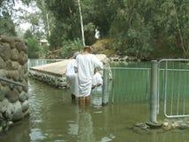 Toeristen in de Doopplaats van Yardenit dichtbij Bet Yerah, Israël Royalty-vrije Stock Foto's
