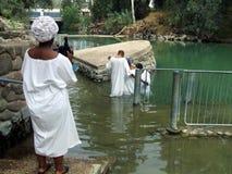 Toeristen in de Doopplaats van Yardenit dichtbij Bet Yerah, Israël Stock Afbeeldingen