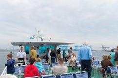 Toeristen in de haven van Rotterdam Stock Foto