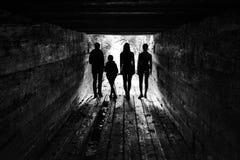 Toeristen in de houten sluis van de dam Royalty-vrije Stock Afbeelding