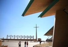 Toeristen dichtbij Aalmoezenier Pio Church, Italië stock afbeeldingen