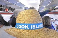 Toeristen die aan Rarotonga Cook Islands door vliegtuig aankomen Royalty-vrije Stock Afbeelding