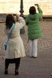 Toeristen die Beelden nemen Royalty-vrije Stock Afbeeldingen