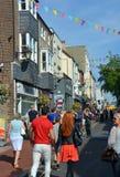 Toeristen die in beroemd Brighton North Lanes winkelen stock foto's