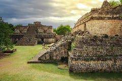 Toeristen die de oude Mayan stad van Ek bezoeken Balam Royalty-vrije Stock Foto
