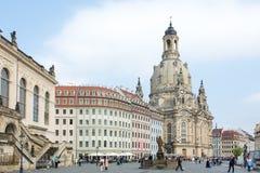 Toeristen in Dresden Frauenkirche Royalty-vrije Stock Foto's