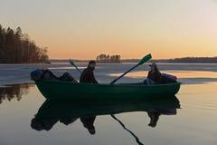 Toeristen in een boot Royalty-vrije Stock Afbeeldingen