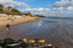 Toeristen en bezoekers het strand Poole Dorset Engeland het UK van Branksome dichtbij aan Bournemouth Royalty-vrije Stock Afbeeldingen