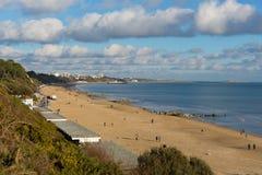 Toeristen en bezoekers het strand Poole Dorset Engeland het UK van Branksome dichtbij aan Bournemouth Stock Foto