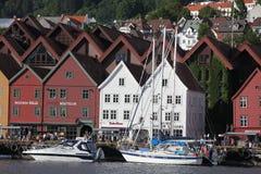 Toeristen en plaatselijke bewoners in Bergen Royalty-vrije Stock Foto's