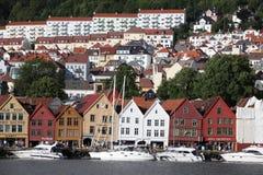 Toeristen en plaatselijke bewoners in Bergen Royalty-vrije Stock Afbeeldingen