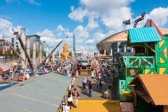 Toeristen en Plaatselijke bewoners bij het de Havenfestival van Cardiff Royalty-vrije Stock Foto's