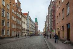 Toeristen en plaatselijke bewoners die op straten in historisch centrum van G lopen stock afbeelding