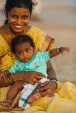 Toeristen Goa van de Baby van de Vrouw van de middenklasse de Indische Royalty-vrije Stock Foto