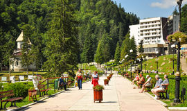 Toeristen in het park van Slanic Moldavië Royalty-vrije Stock Foto's