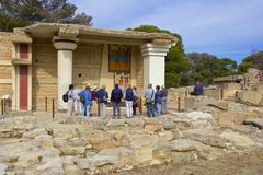 Toeristen in Knossos-paleis, Kreta Royalty-vrije Stock Foto's