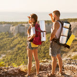 Toeristen - mensen die in berg wandelen Royalty-vrije Stock Afbeeldingen