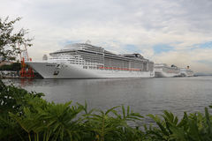 20.000 toeristen ontschepen van transatlantische schepen in Rio de Jan Stock Afbeeldingen