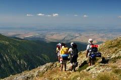 Toeristen op berg royalty-vrije stock afbeelding