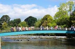 Toeristen op brug, Bakewell Royalty-vrije Stock Afbeelding