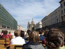 Toeristen op de excursie stock fotografie