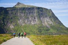 Toeristen op de weg Stock Foto