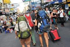 Toeristen op de Weg van Khao San in Bangkok Royalty-vrije Stock Foto