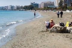 Toeristen op het strand, Limassol, Cyprus Stock Foto's