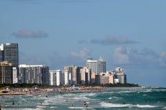 Toeristen op het strand van Miami Royalty-vrije Stock Afbeelding